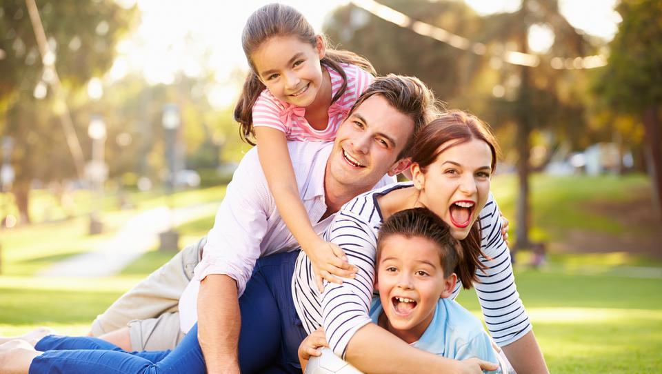 (5 predavanj za starše) Kaj moramo starši o denarju naučiti otroke, preden gredo od doma
