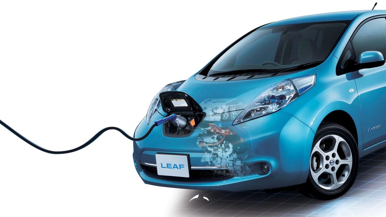 Kupci električnih avtov so vseh starosti in poklicev