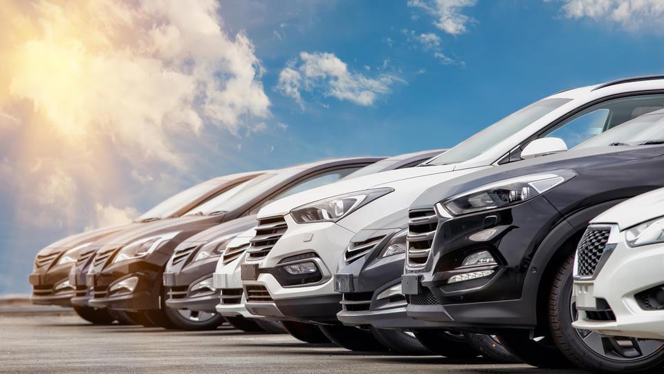 Bodo nove meritve izpustov avte podražile? Furs pravi, da ne nujno. Avtotrgovci pravijo, da ja
