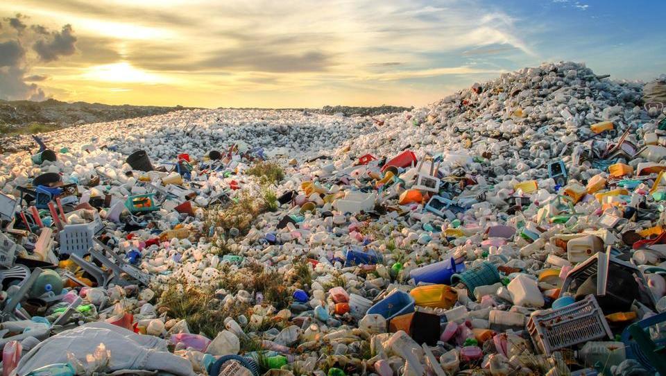 Z davki bi ljudi odvrnili od plastičnih vrečk
