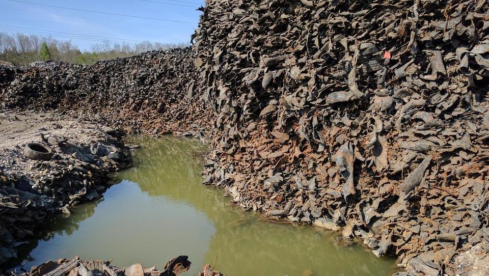 Ostanki gum v lovrenški jami so odpadek, so ugotovili pristojni