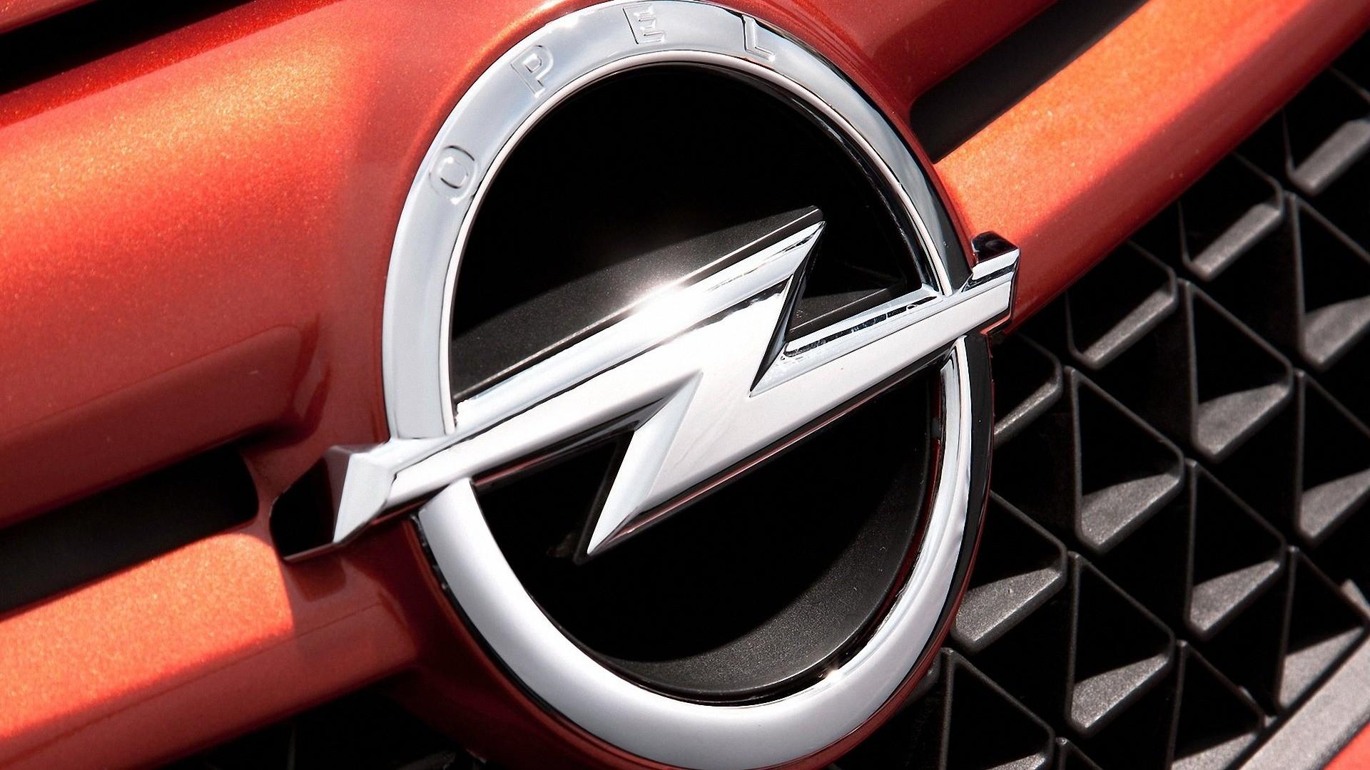Opel je francoski, kupnino bodo pokrili s prihranki v letu in pol
