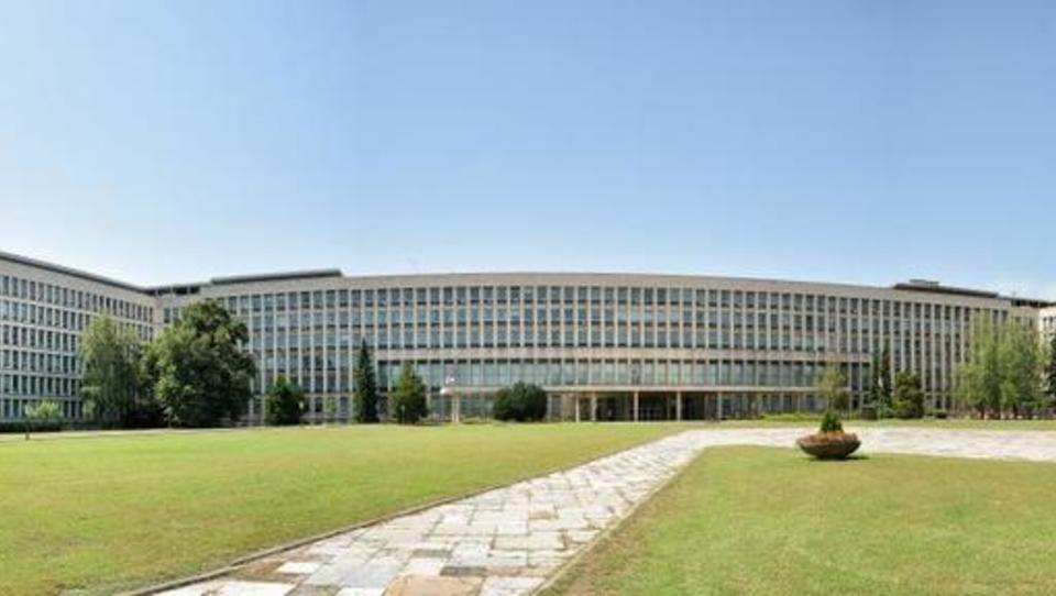 Tokrat povezujemo regijo v srbski vladni palači