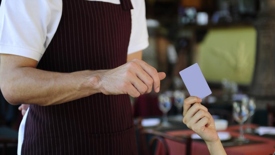 Hitri pregled tedna: v Nemčiji sum kartelnega dogovora, v Italiji bum prodajalcev na stojnicah, v Dubrovniku pa znajo turistom zaračunati več kot domačinom