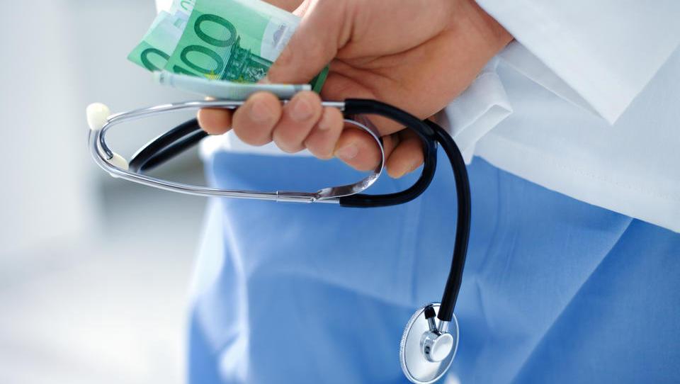 Ortopeda v Valdoltri sumijo prejemanja podkupnin od dobaviteljev