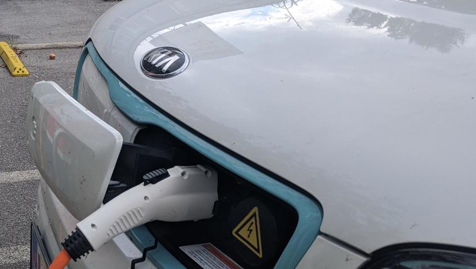 S karbonskimi vlakni bi lahko shranjevali energijo v karoseriji avtomobila
