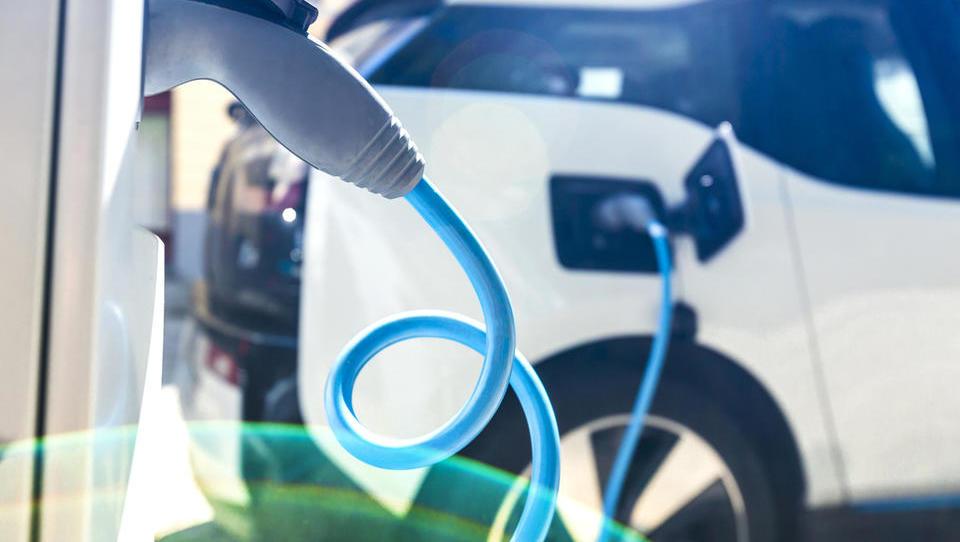 Nove subvencije za električna vozila: kdo jih lahko dobi in kako