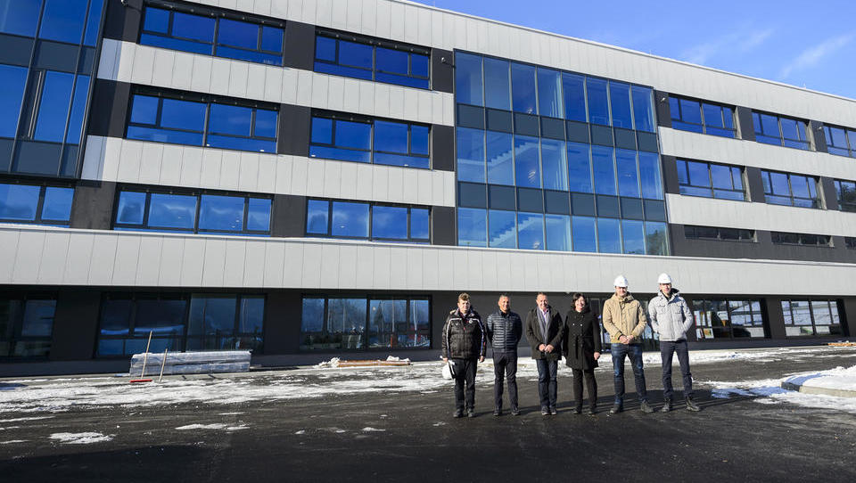 Polycom bo pred rokom odprl 11 milijonov evrov vredno tovarno