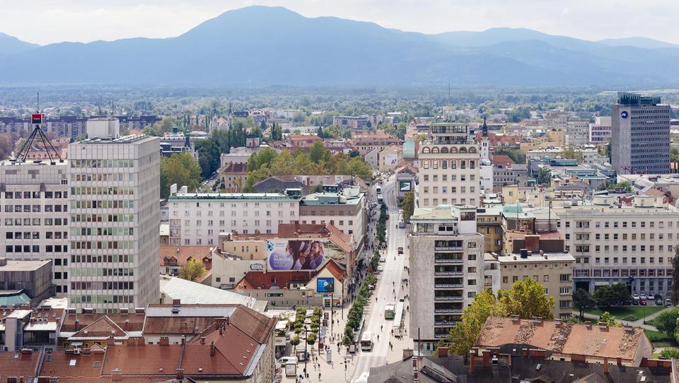 Gurs razkriva: za toliko se oddajajo pisarne in lokali po Sloveniji
