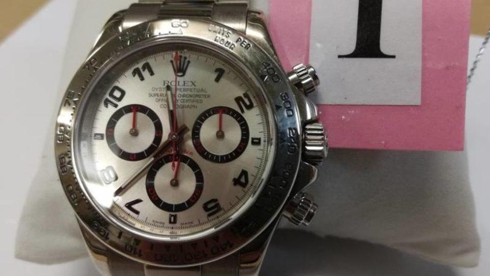 Furs s prodajo prestižnih ročnih ur zaslužil 38.500 evrov