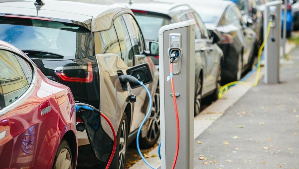 Električni avtomobili: smo res na začetku nove dobe?