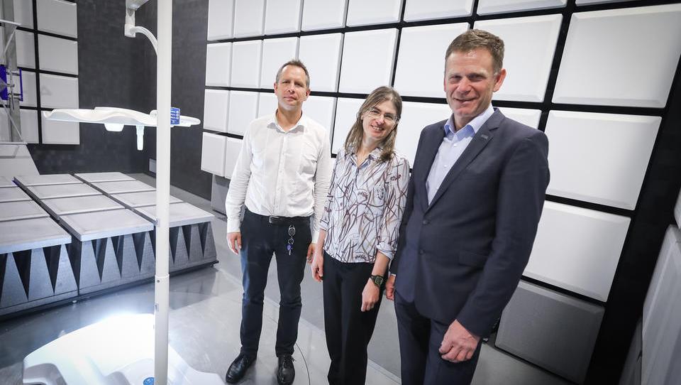 Nemci v slovenskem SIQ preizkušajo medicinska robota Da Vincija in Einsteina