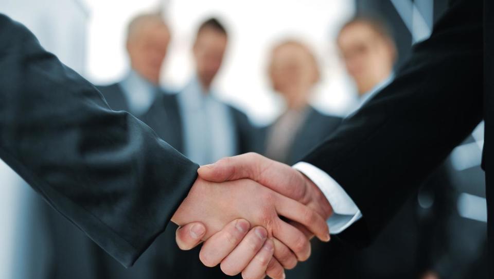 Kdo vam lahko priskoči na pomoč pri poslovanju pri severnih sosedih