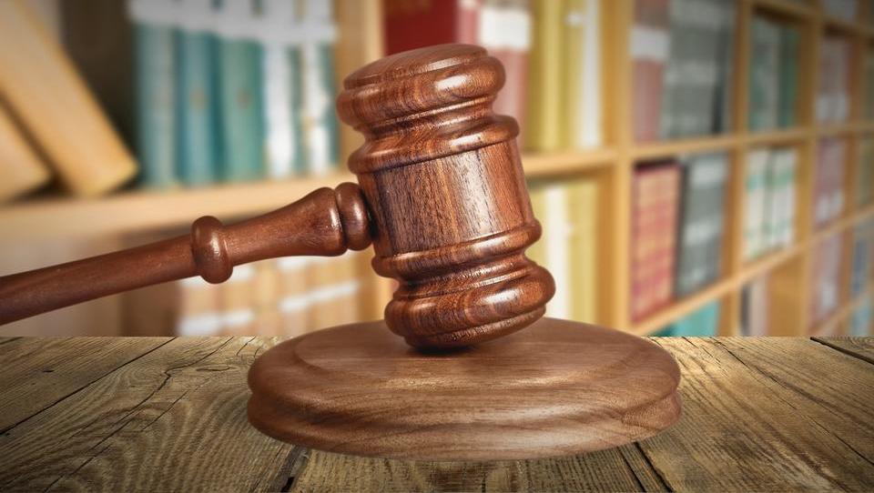 Pregled 2017: Nov rekord stečajev pravnih oseb, velik upad osebnih stečajev