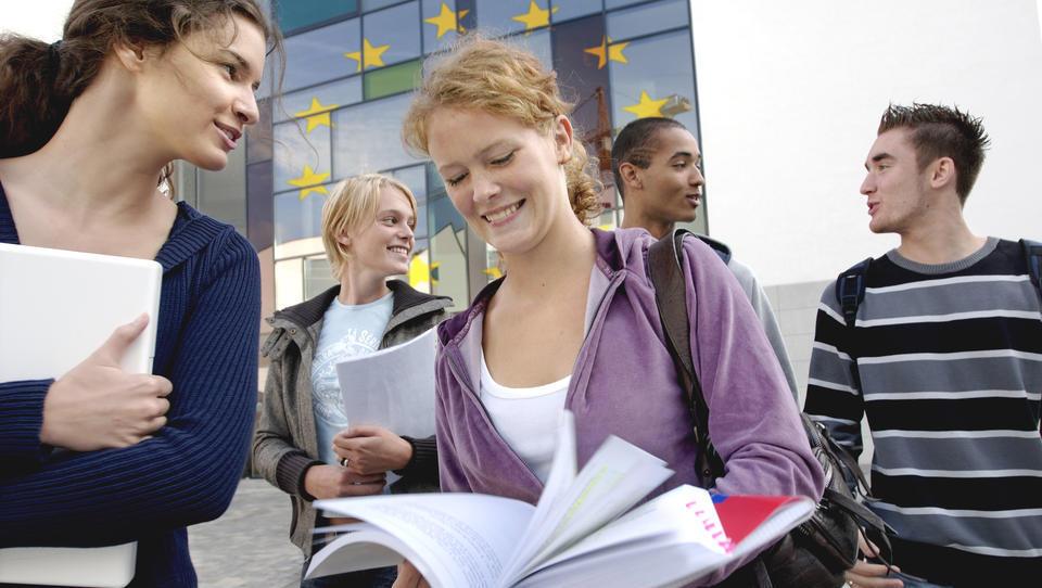 Načrt EU: Na Erasmusovo izmenjavo trikrat več Slovencev