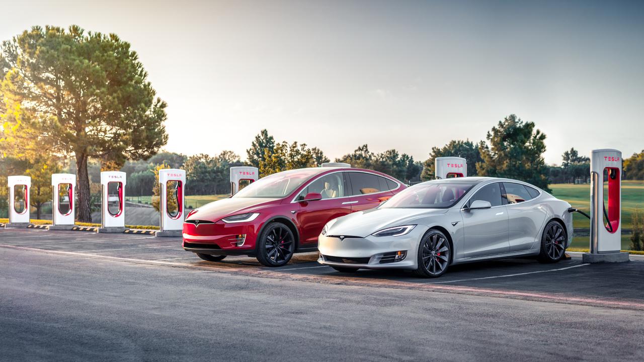 Tesla porabi osem tisoč dolarjev na minuto. Kako dolgo še?