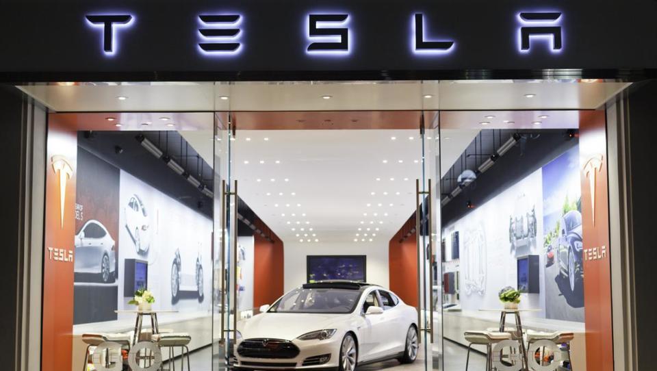Tesla s svežim denarjem v proizvodnjo modela 3