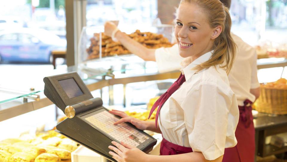 Trgovci spreminjajo nagrajevanje zaposlenih