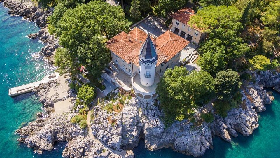 (foto) Todorićev dvorec Castello naprodaj za sedem milijonov evrov