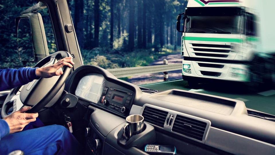 Do konca leta zaposlitev še štiri tisoč proizvodnih delavcev in voznikov