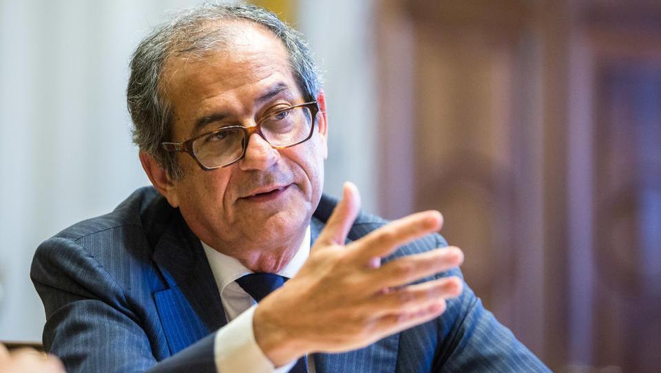 Iz Italije prihajajo vesti, da finančni minister Tria grozi z odstopom