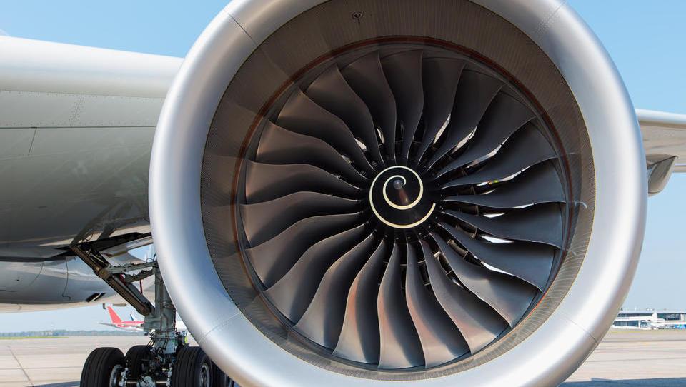 (Komentar ob tednu mobilnosti) Zakaj letalski promet najbž nikoli ne...