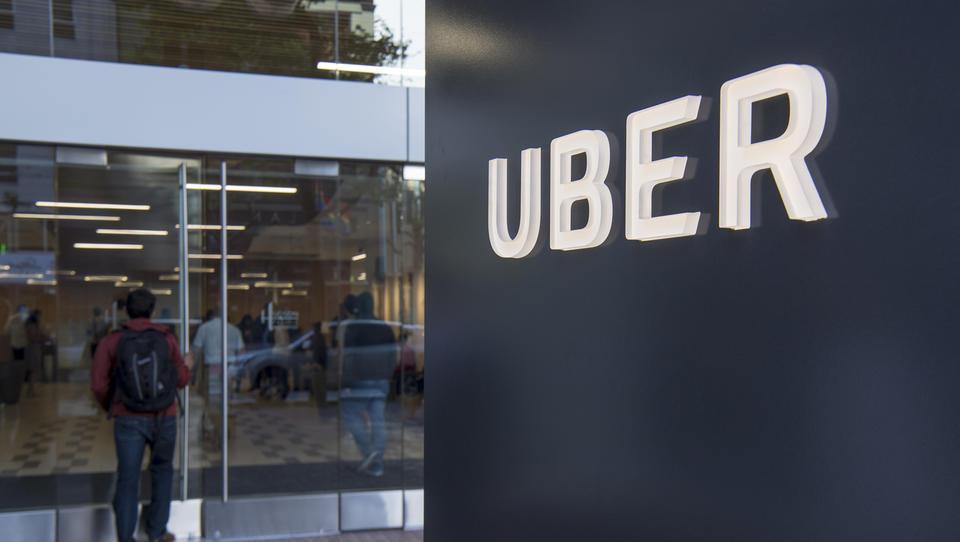 Uber: zrasla mu je izguba in upadla ocenjena vrednost