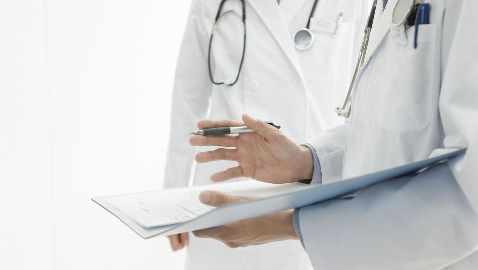 Podatki govorijo v prid zgodnjemu začetku zdravljenja z okrelizumabom