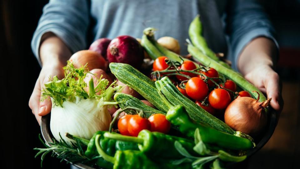 Kmetijstvo po Šarcu: enak finančni okvir za kmetijske subvencije, večje podpore za mlade prevzemnike kmetij in lažji dostop do kmetijske zemlje