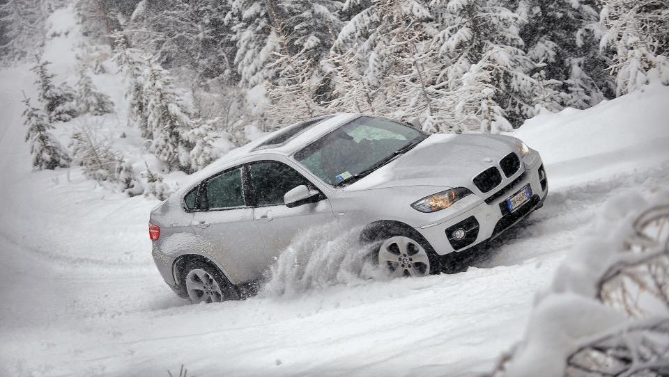 AMZS test 28 zimskih pnevmatik razkriva, katere so najboljše in katerih ne želite imeti