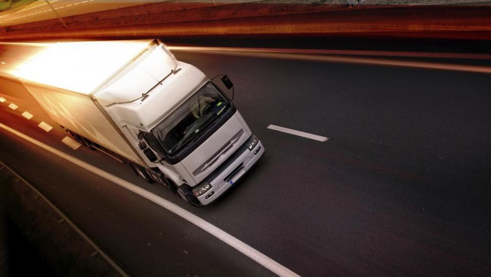 Tovornjakarji, koliko vas bo stala uvedba elektronskega cestninjenja?